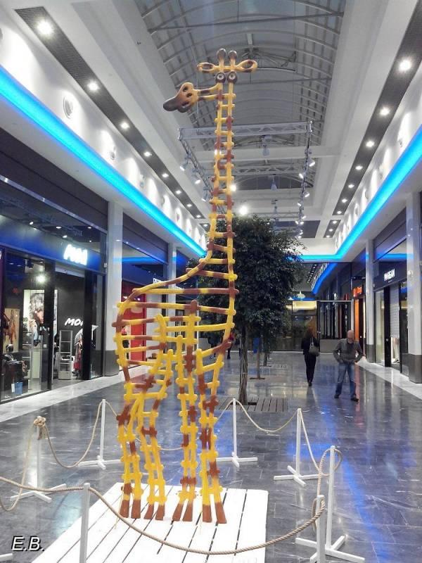 Girafes_CentrecommercialPau.jpg